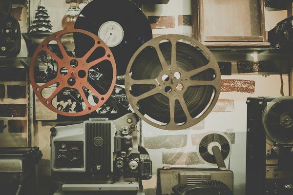 Tworzenie niecodziennych filmów reklamowych do internetu