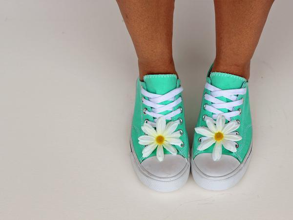 Kolorowe sneakersy idealne na każdą ewentualność