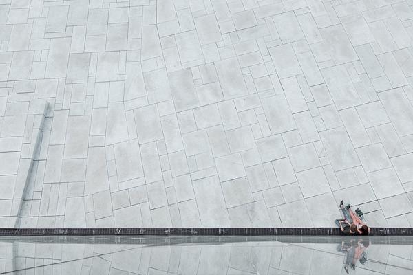 Czy warto stosować ścienne płyty betonowe?