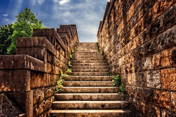 Schody kamienne, żywiczne – czyli co na schody?