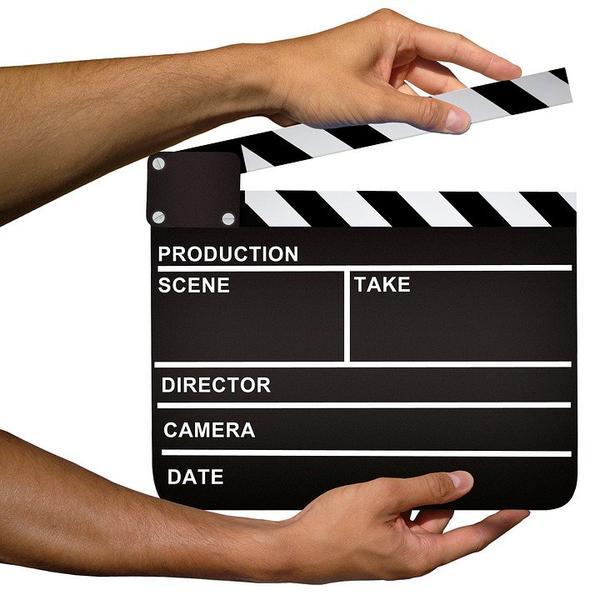 Siedzenie reżyserskie z napisem