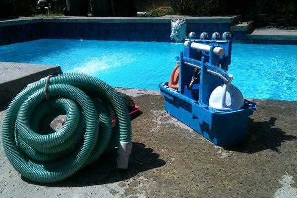 Sprzęto do czyszczenia dna basenu
